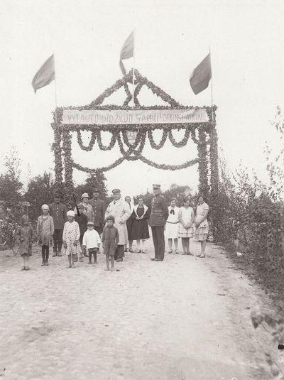 Vytauto Didžiojo komiteto Piniavos skyriaus pastatyti garbės vartai