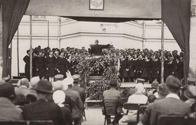 Dainų diena Vytauto Didžiojo garbei Panevėžio gimnazijos kieme