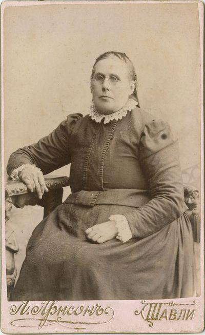 Moters portretas fotoateljė
