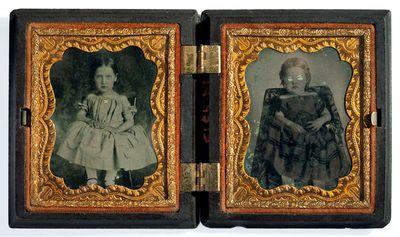 Nežinomos mažametės mergaitės arba dviejų nežinomų mažamečių mergaičių portretai