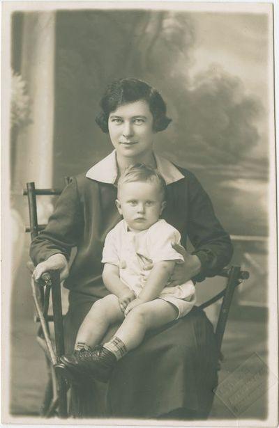 Moters Onutės ir vaiko Aldučio portretas