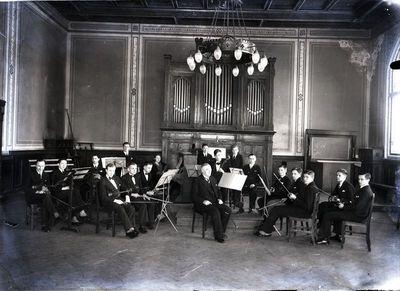 Klaipėdos mokytojų seminarijos studentų orkestras. Vadovas Willy Ludewigsas