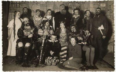 """Marijampolės teatro spektaklio """"Genovaitė"""" aktoriai 1935 m."""