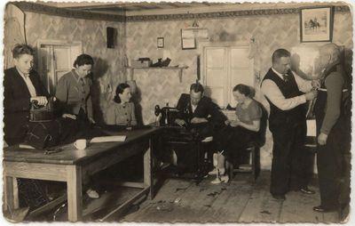 A. Danilevičiaus moteriškų, vyriškų ir kariškų rūbų siuvykla Marijampolėje.