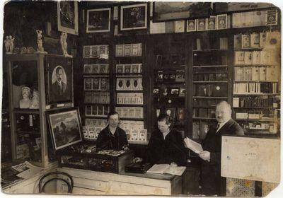 """Knygų bendrovės """"Dirva"""" knygynas  Marijampolėje 1924 m."""