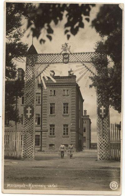 Marijampolės kareivinių vartai XX a. 4 dešimt.