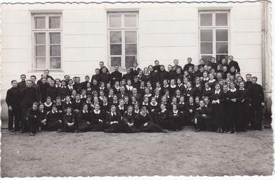 Marijampolės Rygiškių Jono gimnazijos choras . 1934 -35 mokslo metai.