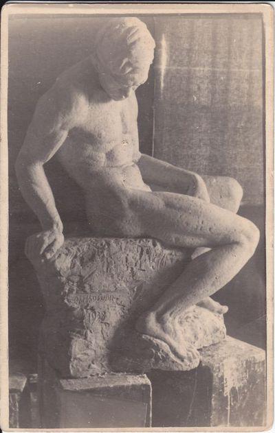 """Marijampoliečio skulptoriaus  V. Kašubos  skulptūra """"Vyro aktas"""" 1938 m."""