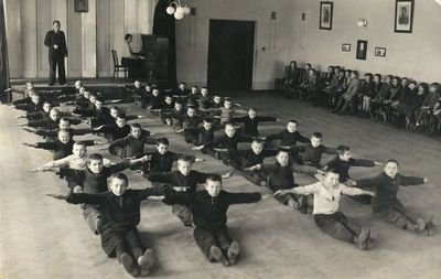 Alytaus 1-osios pradžios mokyklos trečiokų mankšta