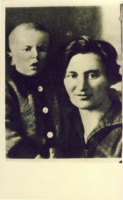 Aleksandra Merkytė su sūnumi 1935