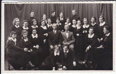 Marijampolės mokytojų seminarijos mokiniai su mokytojais.1936 m.