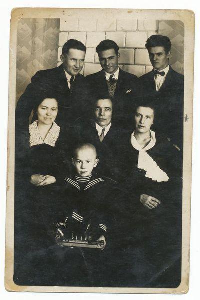 Juozas Krasauskas su draugais