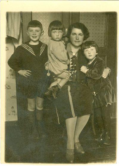 Marija Feigelovičienė su vaikais