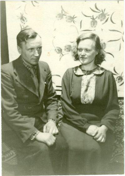 Politinis kalinys Leonas Vilutis su seserim Elena