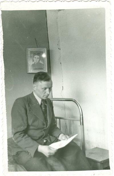 Politinis kalinys Leonas Vilutis savo namuose tremtyje