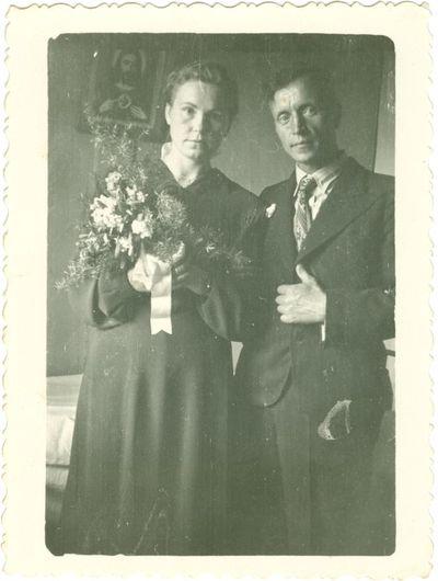 Jaunavedžiai Aldona ir Leonas Vilučiai savo vestuvių dieną