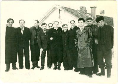 Lietuviai politiniai kaliniai prie barakų Vorkutos lageryje