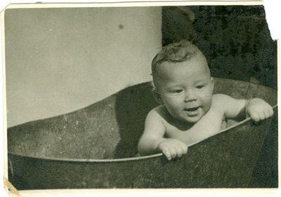 Bronės ir Stasio Bekerių sūnus Edvardas gimęs tremtyje, Vorkutoje