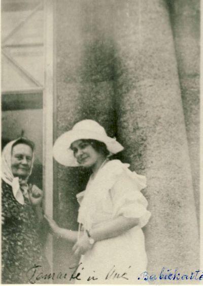 U. Babickaitė su Žemaite (Julija Beniuševičiūtė Žymantienė)