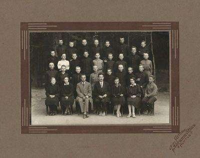 Alytaus gimnazijos IV b klasės mokiniai su mokytojais