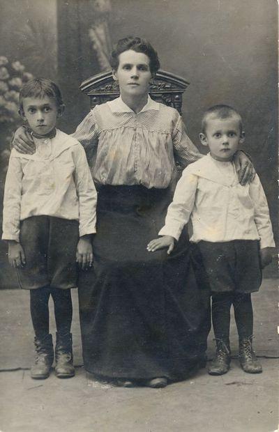 Joana Klimavičienė su sūnumis
