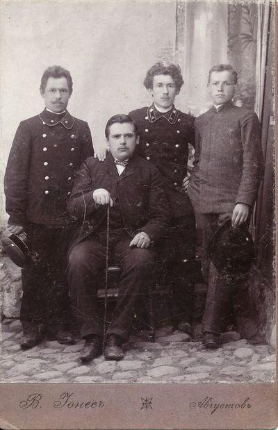 Kazys Klimavičius su pašto tarnautojais Račkuose