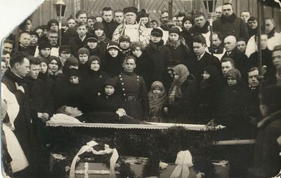 Vargonininko Vaclovo Dvilinsko (?) laidotuvės