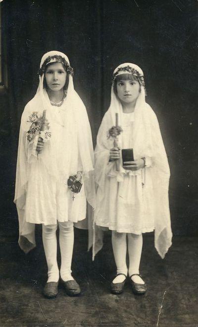 Valė Anikinaitė ir Verutė Cikanaitė Pirmosios Komunijos dieną