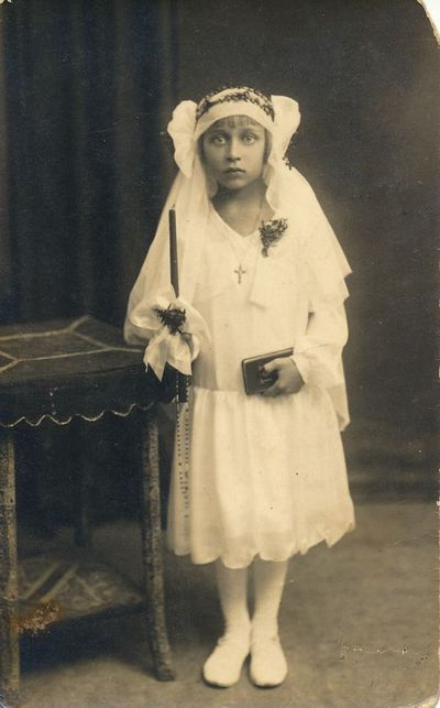 Zonė Pavlavičiūtė Pirmosios Komunijos dieną
