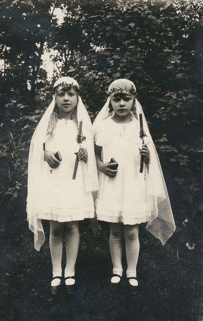 Janina Neverauskaitė ir Regina Vansevičiūtė Pirmosios Komunijos dieną