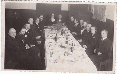 Marijampolės pradžios mokyklos Nr. 2  mokytojai ir svečiai ~ 1934 m.