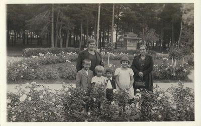 Dvi moterys su vaikais Alytaus miesto sode