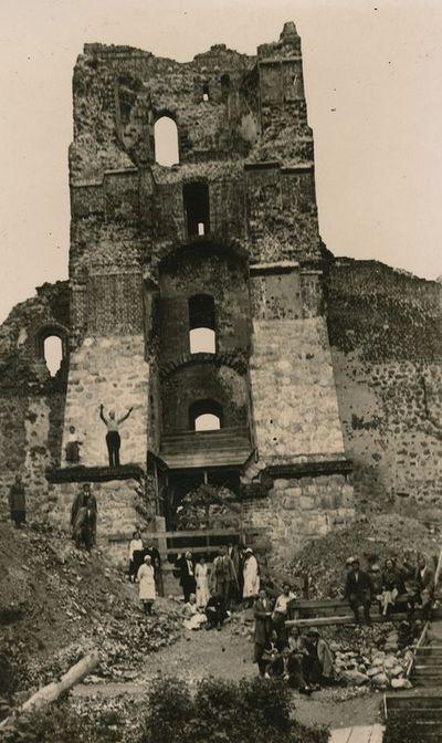 Ekskursija prie Trakų pilies griuvėsių