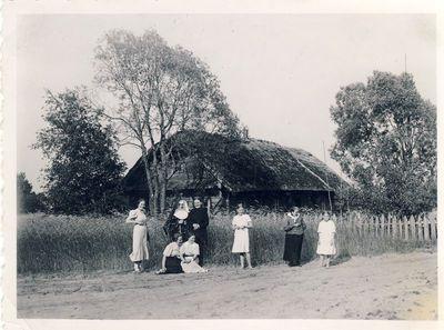Veronika Šleivytė prie namų