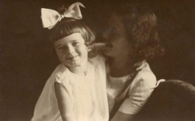 Laimutė Šlapelytė-Graužinienė su dukrele Laimute Vilniuje