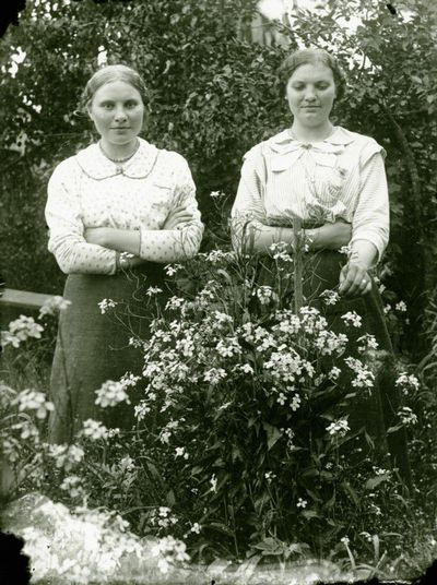 Marija ir Veronika Lazauskaitės
