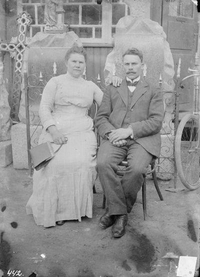 Gintautas su žmona, gaminęs antkapius Švenčionyse Lentupio gatvėje