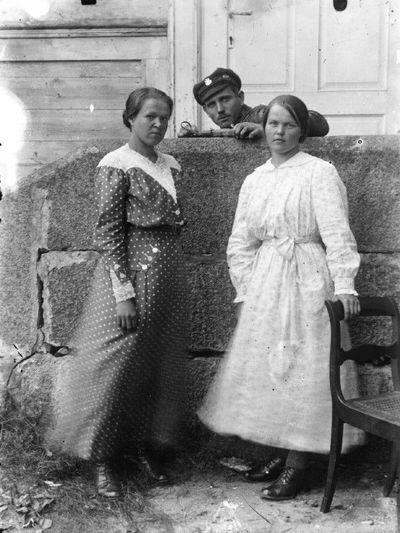 Lenkų karininkas su merginomis