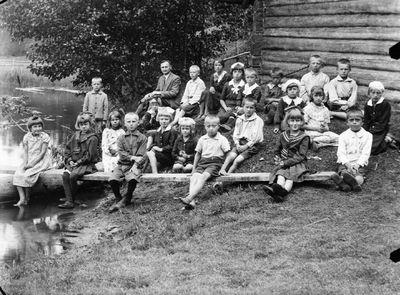 Mokytojas Jan Mickus su mokiniais