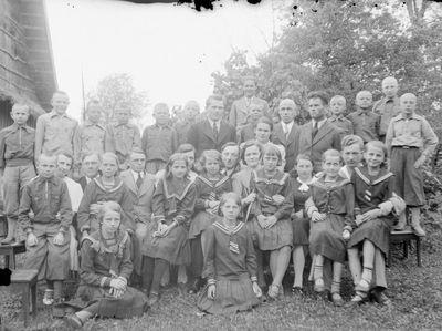 Kukutėlių mokyklos mokiniai su mokytojais