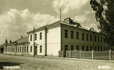 Švenčionių Juzefo Pilsudskio gimnazija lenkų okupacijos metais. Dabar Zigmo Žemaičio gimnazija