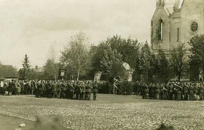 Kareivių paradas Švenčionių miesto aikštėje. Lenkų okupacijos metai