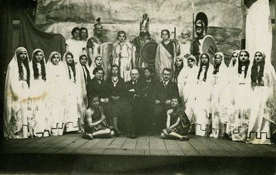 Vaidinimas Švenčionių miesto Juzefo Pilsudskio gimnazijoje. Dabar Zigmo Žemaičio gimnazija