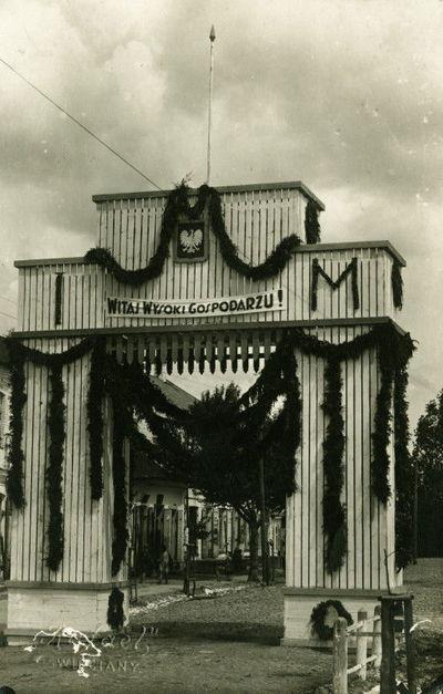 Švenčionių mieste pastatyti vartai sutinkant Lenkijos prezidentą Ignacą Moscickį