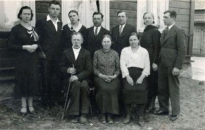 Salantų miestelėnų Dreinių šeima su artimaisiais