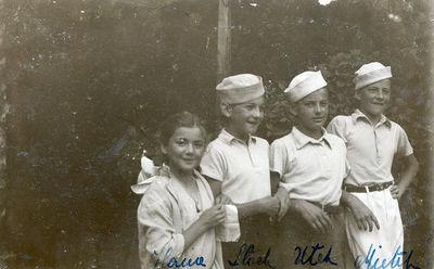 Aukštuomenės vaikai Ana, Stanislovas, Vaitiekus ir Mečislovas