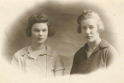 Rašytoja Liucija Janušytė ir Elena Tiškutė