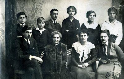 Palangos grafaičiai Tiškevičiai su dvaro tarnautojais