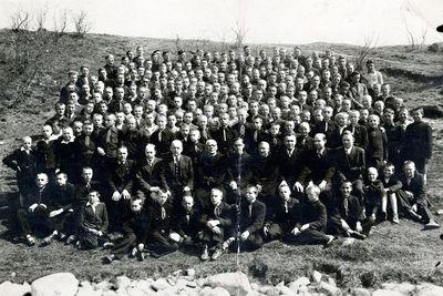 Kretingos pranciškonų ordino gimnazijos moksleiviai ir mokytojai Pastauninko slėnyje