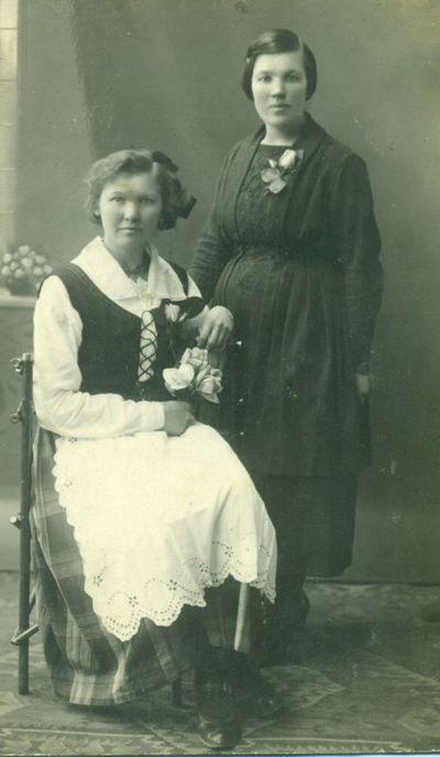 P. Juodviršytė  ir J. Karosaitė